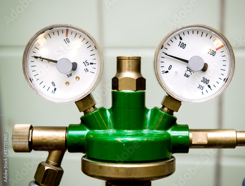 Manometer with reducer close-up