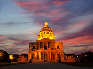 Les Invalides (The National Residence of the Invalids) at night