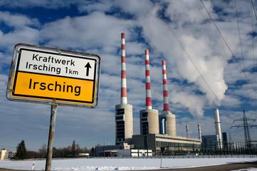 Gaskraftwerk mit Hinweisschild