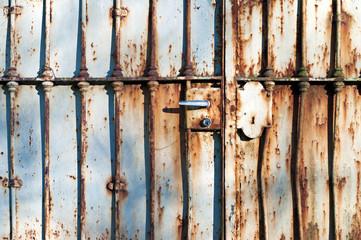 cancello difesa ferro vecchio arrugginito