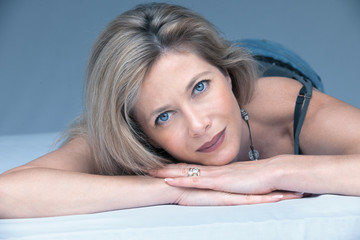 belle femme blonde 40 ans