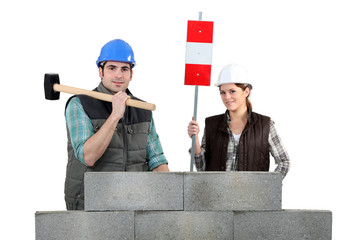 Mand and woman with hammer