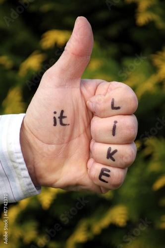 """""""like it"""" auf Hand geschrieben Daumen ist hoch"""