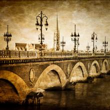 Bordeaux pont de la rivière Saint-Michel avec la cathédrale