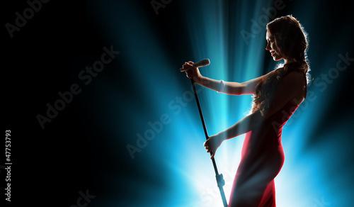 Leinwanddruck Bild Female singer on the stage