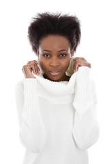 Afrikanische Frau mit Winterpulli