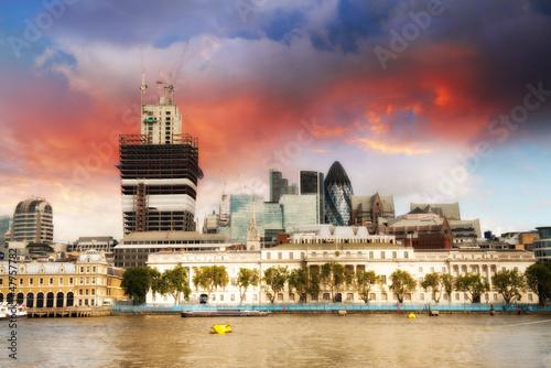 kolory-zachodzace-nad-centrum-finansowym-londynu