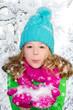 kind mit schnee