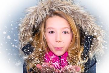jugendliche mit schnee