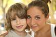Portrait d'un petit frère avec sa soeur
