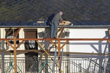 ouvrier sur le toit