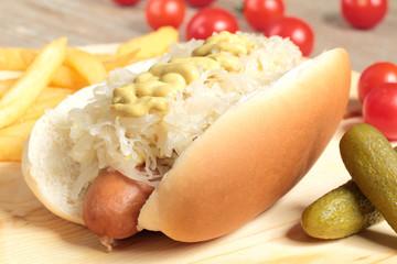 hotdog con crauti e mustarda