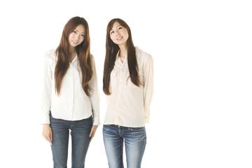 2人の若い女性