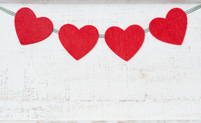 Vier Herzen am Band