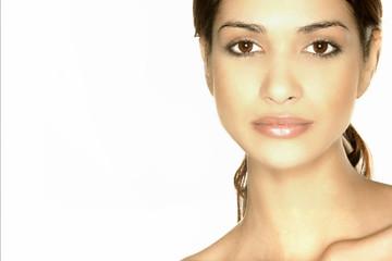 Schöne Frau mit glatter Haut