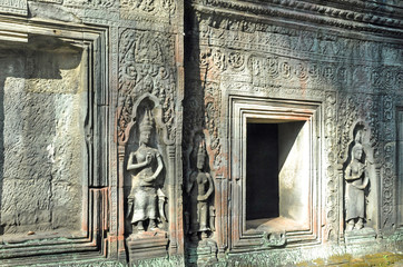 Wall of ancient Apsara statue at Ta Prohm Temple