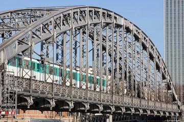 Paris pont Austerlitz metropolitain