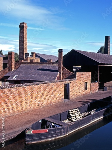 Narrow boat on canal, Dudley, UK © Arena Photo UK