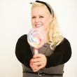 blonde Frau mit Lollipop