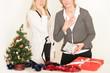 erschrockene Frauen an Weihnachten
