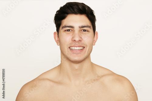 Hübscher junger Mann