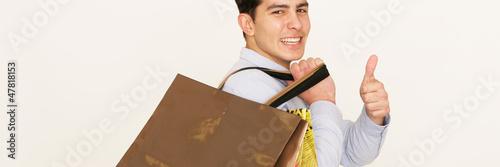 Mann frisch vom Shoppen