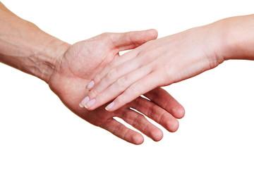 Zwei Leute reichen sich die Hand