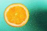 arancio sullo sfondo verde