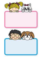 Tarjeta niña con su gato y niño con una perro