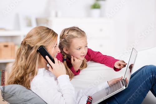 mutter und tochter bestellen im internet - 47845583