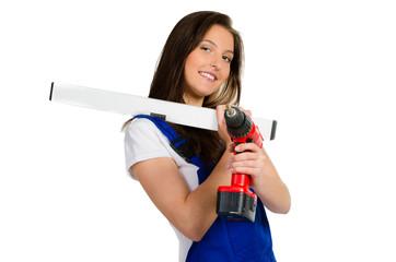 handwerkerin mit wasserwaage und bohrmaschine