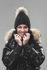 Frau mit Winterjacke