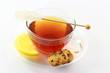 Schwarzer Tee mit Zitrone und Kandis weiss