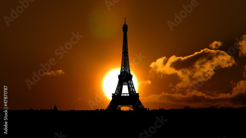 France Eiffel tower sungliding