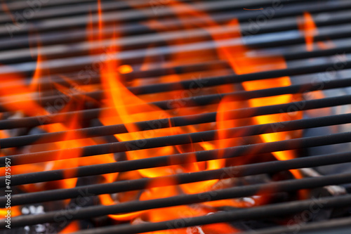 Aluminium Vuur / Vlam barbecue with flames and copy space