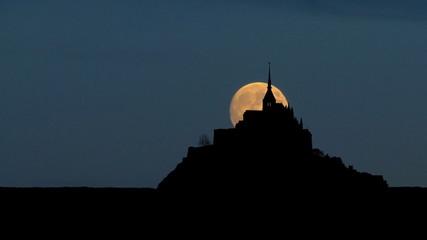 France Mont Saint Michel east moonrise