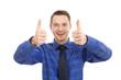 Gewinnertyp - junger Mann mit Daumen hoch