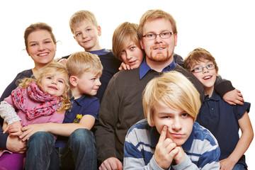 Familie mit sechs Kindern