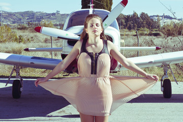 Chica con avion