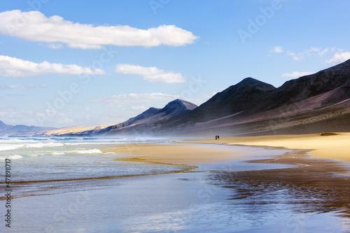canvas print picture Wandern am Strand von Cofete, Fuerteventura