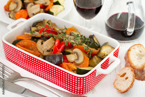 vegetables with champignons and red wine
