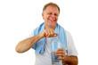 Mann mit Mineralwasser