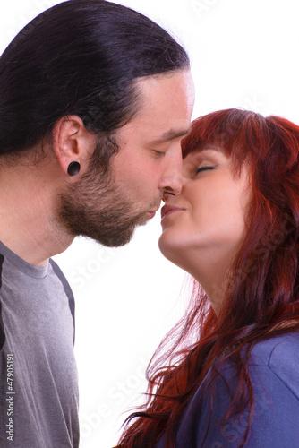 junges Paar beim küssen