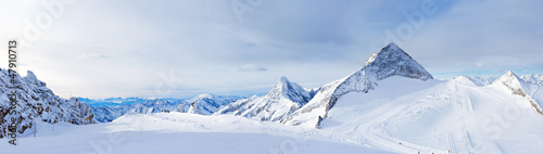 Leinwanddruck Bild Ski resort Zillertal Hintertuxer Glacier. Austria