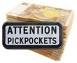 liasse de billets... attention pickpockets