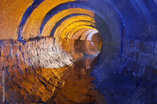 Foto op Canvas Tunnel Подземная река
