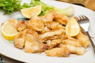 Vassoio di calamari fritti