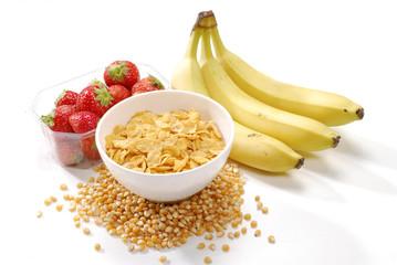 Desayuno ligero con cereal y frutas.