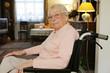 Porträt einer Seniorin mit Brille
