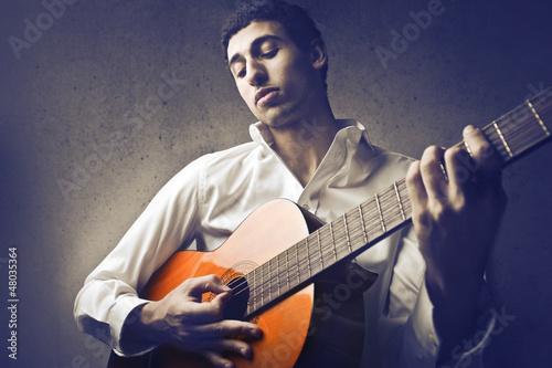 Mulatto Guitarrist